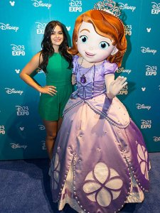 1439678378_ariel-winter-disney-g