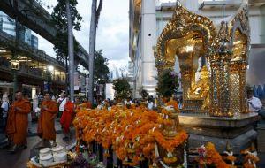 2015-08-24T123909Z_01_CST202_RTRIDSP_3_THAILAND-BLAST-24-08-2015-16-08-28-113