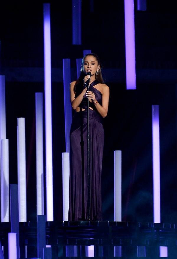 e2571d277e1 http   hollywoodlife.com pics ariana-grande-pics-singer -photos  !101 ariana-grande-v-magazine-3
