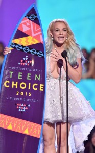 rs_634x1024-150816184631-634.britney-spears-accepting.cm.81615
