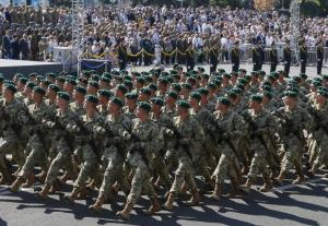 soldiers-march-during-ukraines-independence-day