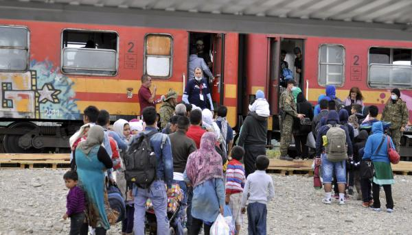 Refugees-sew-mouths-closed-to-protest-Macedonias-border-policy
