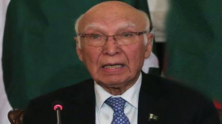 sartaj-aziz-admits-pakistan-housing-afghan-taliban-leadership-1457054676-6705