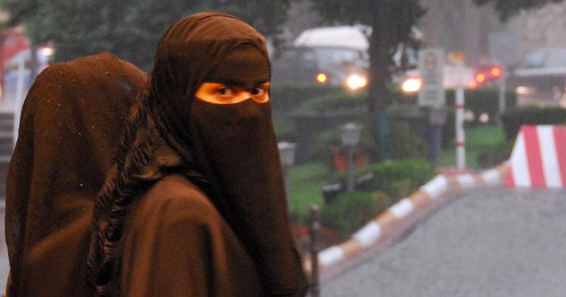 muslim-woman-burqa1 (1)